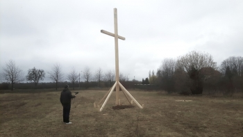http://www.scriptings.net/files/gimgs/th-120_wooden cross_jpg copy.jpg